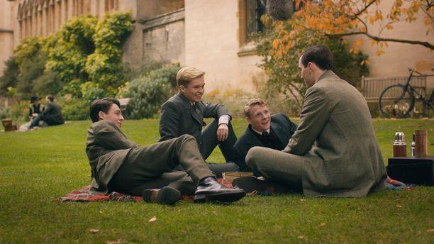 Karukosken elokuva onnistuu tavoittamaan hyvin Tolkien-faneille tutun tunnelman, jossa ollaan kuin eväsretkellä. Kuvassa ystävänelikkoa näyttelevät Anthony Boyle, Tom Glynn-Carney, Patrick Gibson ja Nicholas Hoult.