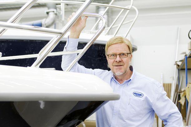 Bella-Veneet Oy on toiminut Raimo Sonnisen johdolla vuodesta 1970. Venetehtaita on Kuopiossa kolme ja Luodossa yksi. Henkilöstön määrä näissä tehtaissa on 150.