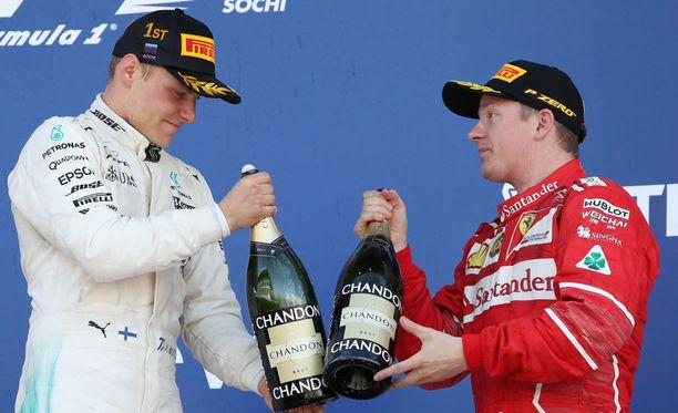 Kippis! Valtteri Bottas ja Kimi Räikkönen eivät arkaile antaa käskyjä varikkomuurille.