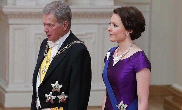 Presidentti Sauli Niinistön ja rouva Jenni Haukion juhlaeleganssia viime vuoden Linnan juhlista.
