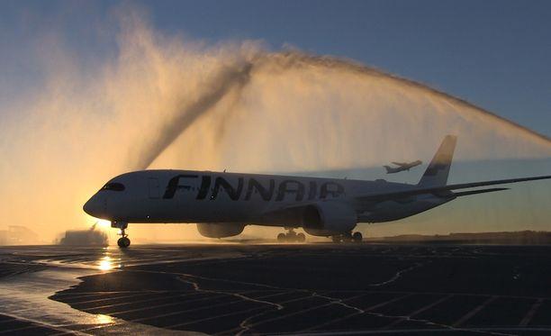 Finnair vakuuttaa noudattaneensa EU-asetusta, jota kuluttaja-asiamies väittää lentoyhtiön rikkoneen.