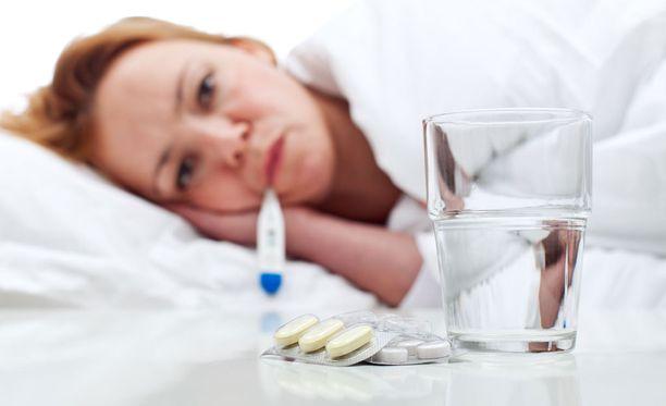 Influenssaviruksia on liikkeellä eri tyyppejä, mutta niiden oireet yleensä ovat samat eli kuume, päänsärky, lihaskivut ja yleinen huonovointisuus.