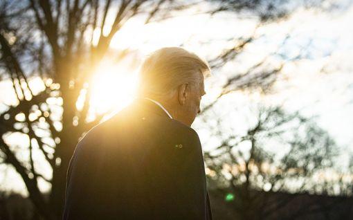 """Trumpin viimeinen päivä presidenttinä Valkoisesta talosta Floridan kartanoon: """"I did it my way"""""""