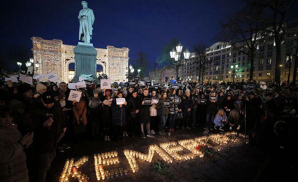 Moskovassa pidettiin muistotilaisuus Kemerovon ostoskeskustulipalossa kuolleille.
