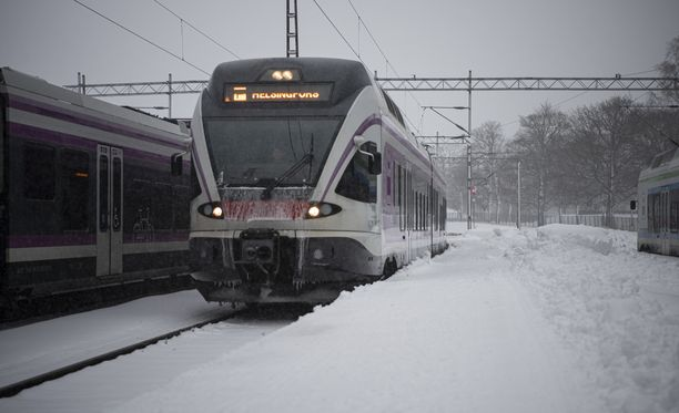 Junaliikenne takkuaa myös lauantaina.