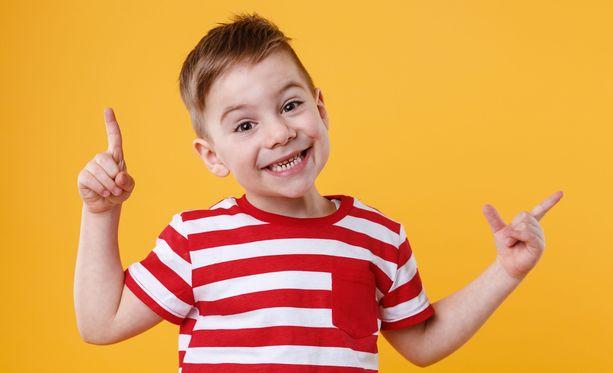 3-vuotias Mikael opetteli ärrää ärräpäällä. Kuvituskuva.