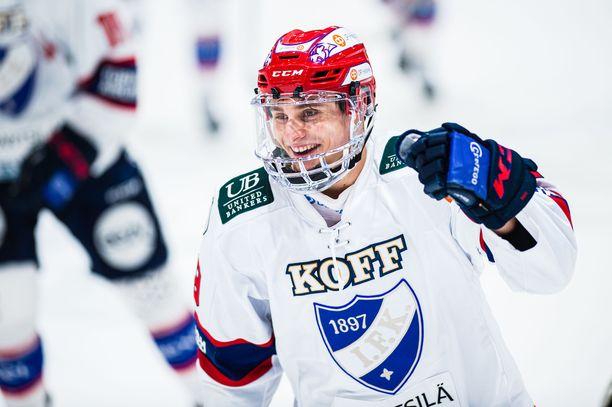 Tobias Winberg tuuletti ensimmäistä liigamaaliaan.