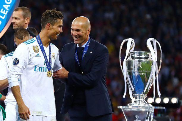 Viime lauantaina Zidane juhli Cristiano Ronaldon kanssa historiallista kolmatta peräkkäistä Mestarien liigan voittoa.