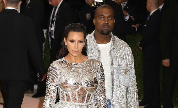 Kanye West on vaikuttunut vaimonsa nakuselfieistä.