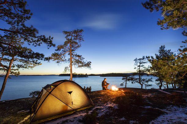Pohjois-Savon retkimaisemat ovat Antti Huttusen mieleen. Kuvassa telttaillaan Leppävirralla.