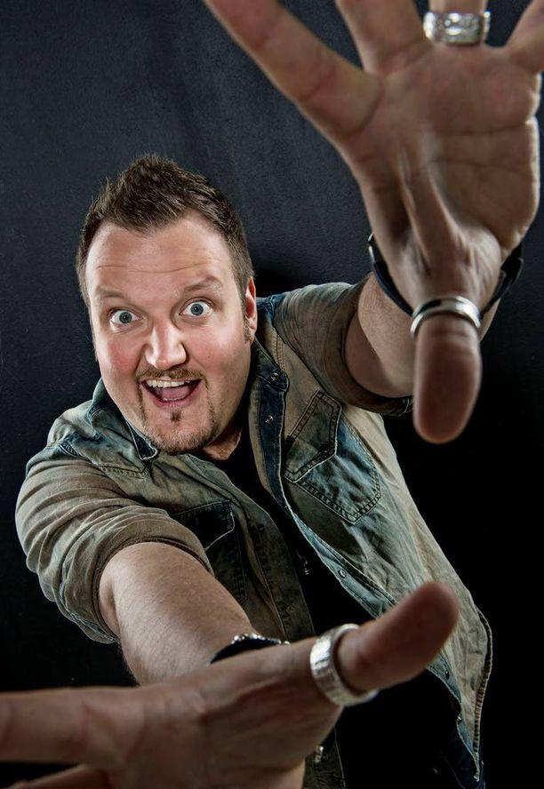 Hedberg on Suomen suosituimpia koomikkoja.