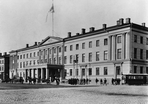 Helsingin kaupungintalo oli alkujaan Hotelli Seurahuone. Sen kummituksen uskotaan olevan perua Seurahuoneen ajoilta.