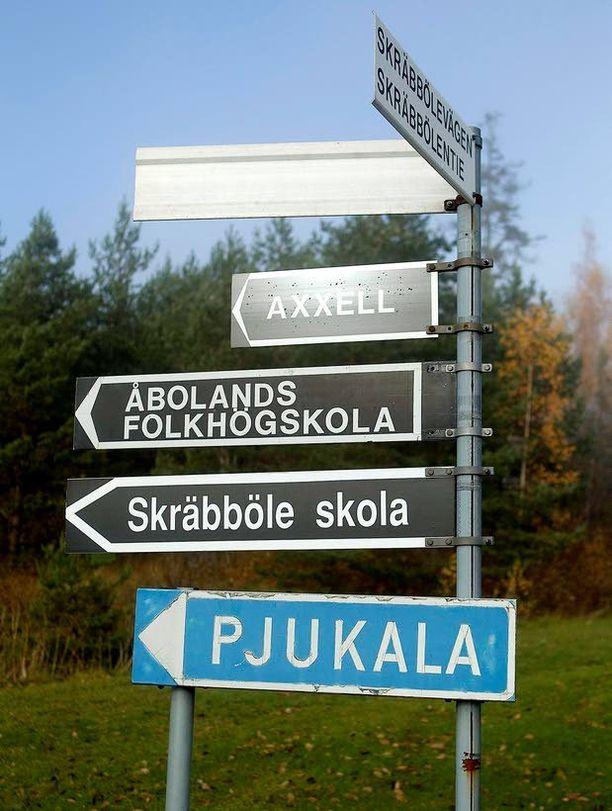 Ruotsia kuulee ja näkee kaksikielisessä Paraisten kunnassa päivittäin, mutta se ei näkynyt Paraisten suomenkielisen lukion ruotsin tuloksissa tämän kevään ylioppilaskokeissa. Paraislaiset kirjoittivat B-ruotsin alle valtakunnallisen keskiarvon.