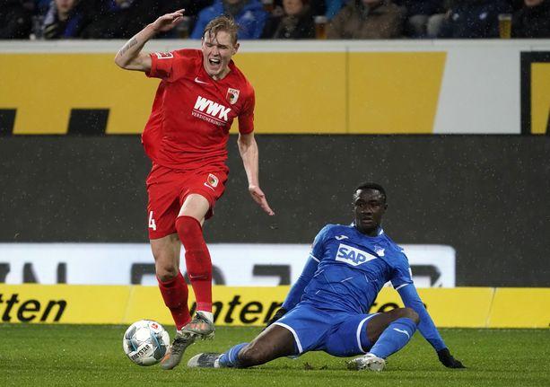Fredrik Jensen (vasemmalla) sai maalihanansa auki Hoffenheimia vastaan.