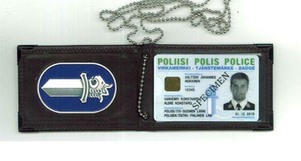 Oikea poliisin virkamerkki näyttää kuvan muovikortilta.