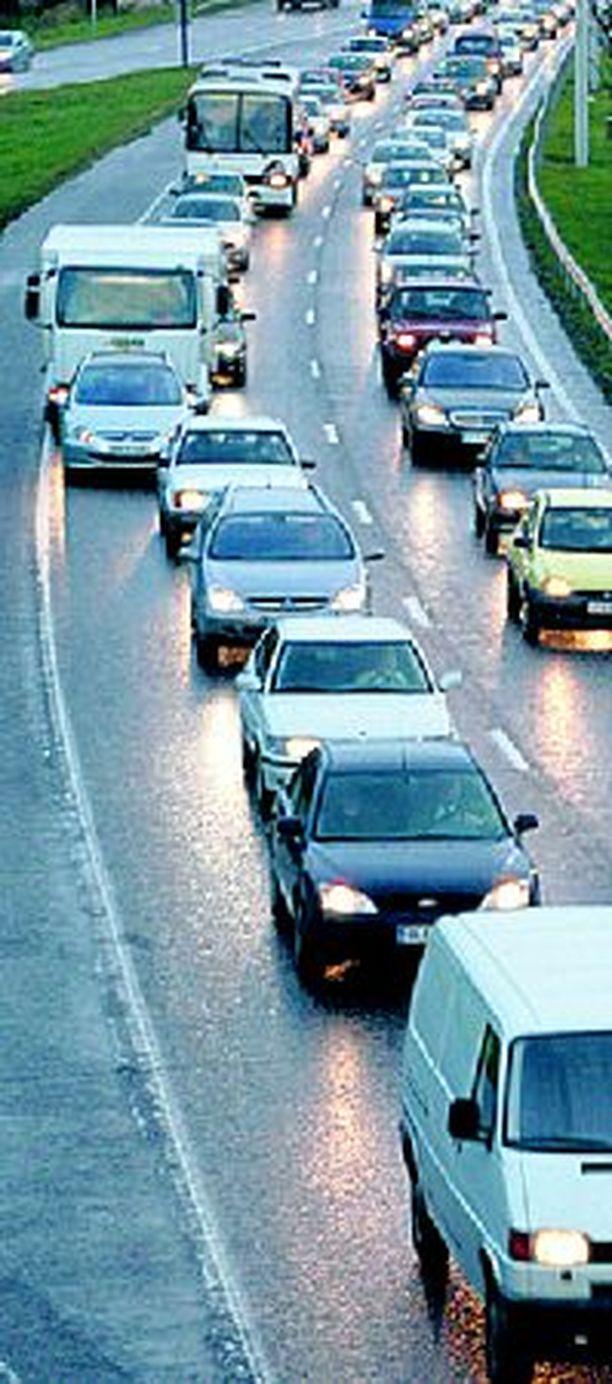 Jos ajoetäisyydet ovat liian pieniä moottoritiellä, ns. vetoketjuliittyminen ei toimi kitkatta.
