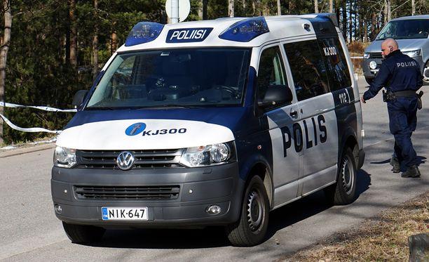 Poliisihallitus kehottaa poliisin yksiköitä tarkastamaan kaikki vuonna 2012 toimitetut autot, joissa on vastaavanlainen korokekatto. Kuva vuodelta 2014.