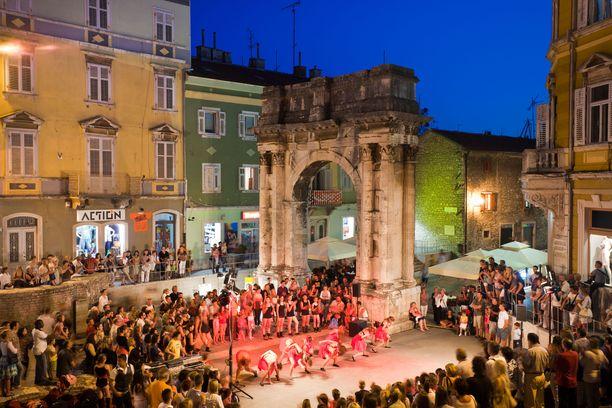 Pulassa järjestetään monenlaisia tapahtumia ja festivaaleja.