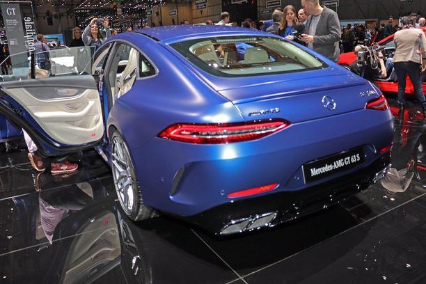 Takapäästä muistuttaa, että tämä auto kilpailee Porsche Panameran kanssa. Urheiluauto,jossa on myös takaovet