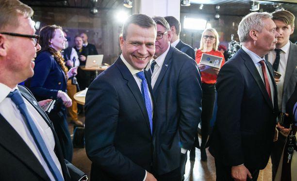 Petteri Orpo johdatteli kokoomuksen vaalivoittoon. Turussa Orpo tosin ei noussut vaalikuninkaaksi, vaan joutui taipumaan vasemmistoliiton Li Anderssonille.