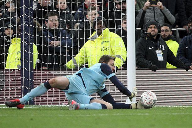 Tähän Tim Krulin torjuntaan päättyi Tottenhamin tämän kauden cuptaival.