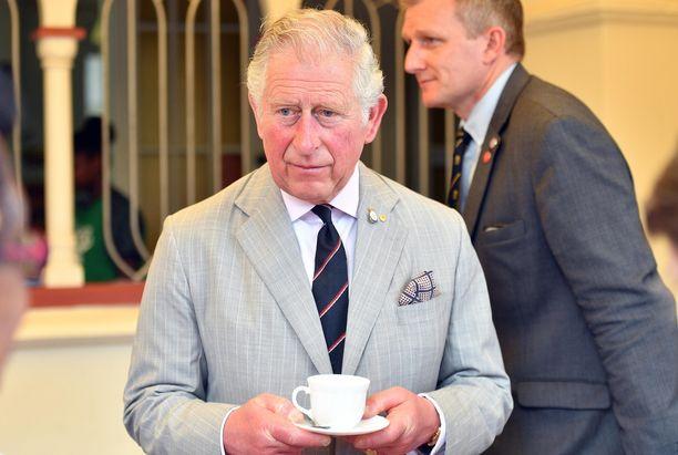 Prinssi Charles ei ole vielä paljastanut, miten aikoo juhlia pyöreitä vuosia.