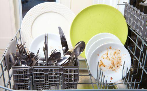 3 nerokasta niksiä astianpesukoneen huoltoon - hajupommi ja kalkki kuriin