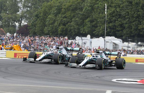Silverstonen formulamittelöt siirtynevät elokuulle – jos brittihallitus joustaa karanteenimääräyksestään.