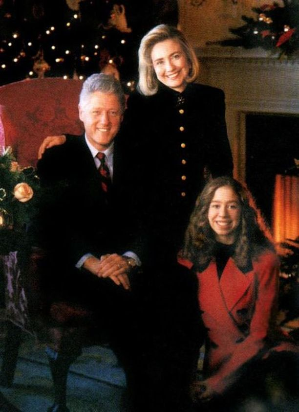 Clintonit ottivat Valkoisen talon viralliseen joulutervehdykseen mukaan tyttärensä Chelsean 1993.