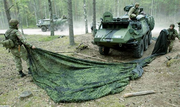 Panssaroitu miehistönkuljetusajoneuvo Pasi Porin prikaatissa.