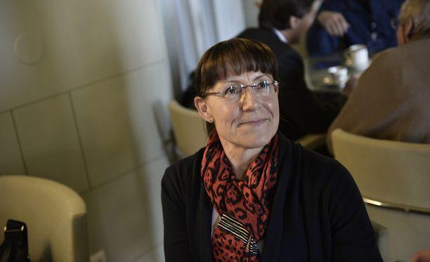 Pirkko Ruohonen-Lerner sai hallintojohtajalta poikkeusluvan laskuttaa oman auton käytöstä eduskuntaa. Ruohonen-Lernerin menetettyä ryhmänjohtajan paikan eduskunta ei enää hyväksynyt kaikkia korvaushakemuksia.