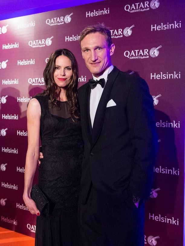 Susanna ja Sami Hyypiä edustivat tiistai-iltana Helsingissä.