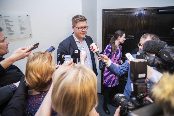 Kantansa päättäneiden puoluevaltuutettujen keskuudessa Sanna Marin johtaa kilpailua prosentein 53,3–46,7.