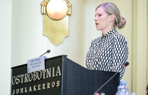 Sofia Vikmanin mukaan valmistelussa edettiin hyvässä hengessä, mutta keskustalta loppui viime hetkellä rohkeus.