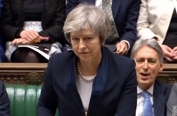 Pääministeri Theresa May teki viimeiset vetoomuksensa parlamentille sopimuksen puolesta tiistai-iltana. Istuntosalissa ei saa valokuvata, kuva on kuvakaappaus videolta.