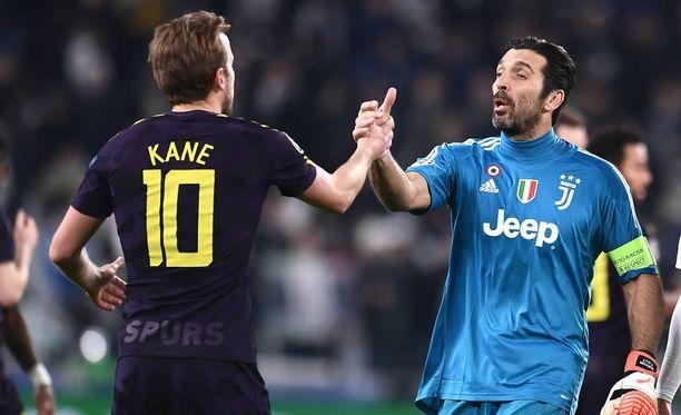 Harry Kane (vas.) ja Gigi Buffon kohtaavat jälleen tänä iltana.