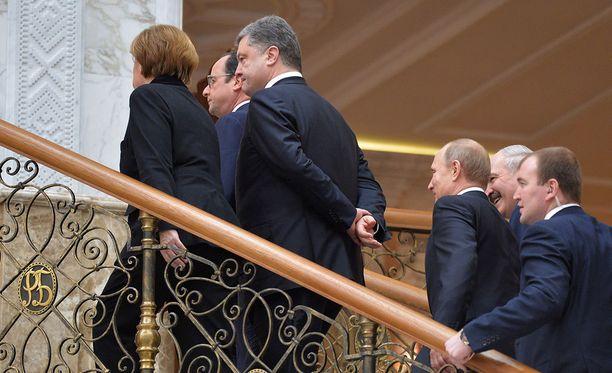 Venäjä ei päässyt neuvottelemaan Ukrainan ja EU:n välisestä assosiaatiosopimuksesta, mutta on neuvotelemassa Minskin tulitaukosopimuksesta Ukrainaan, vaikka on itse osapuolena konfliktissa.