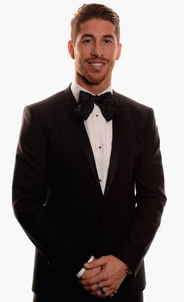 Sergio Ramosin kaulaa koristi iso rusetti.