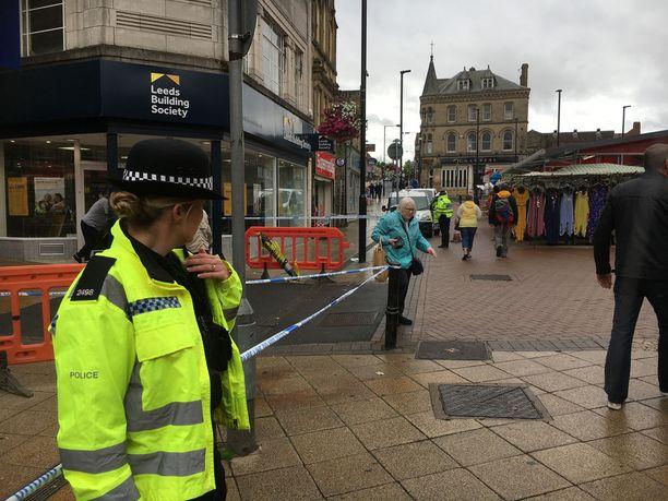 Poliisi pidätti Barnsleyssa lauantaiaamuna yhtä henkilöä lievästi haavoittaneen 28-vuotiaan naisen, jota epäillään murhayrityksestä.