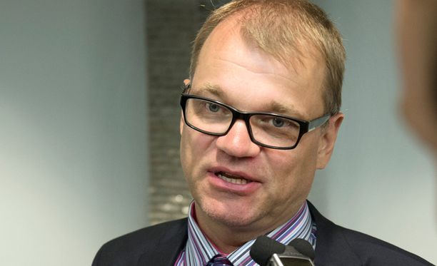Juha Sipilän mukaan suuri osa vähennyksistä voidaan hoitaa eläköitymisen kautta.