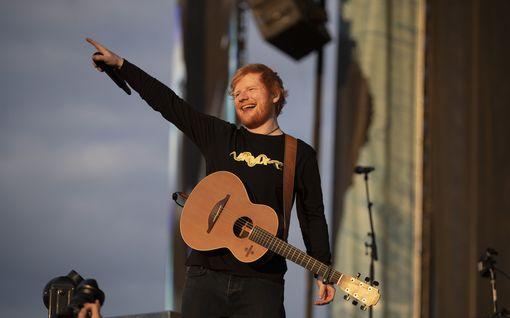 Tältä näyttää Ed Sheeranin keittiö – Epätyypillistä Britanniassa:  astiankuivauskaapit ja kahvikone