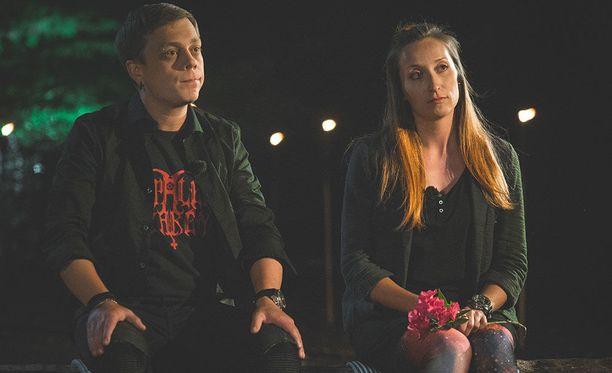 Sammy ja Minna päättivät viimeisellä iltanuotiolla jatkaa erikseen. Pariskunta pui suhdettaan vielä kameroiden sammuttua ja päätti vielä yrittää.