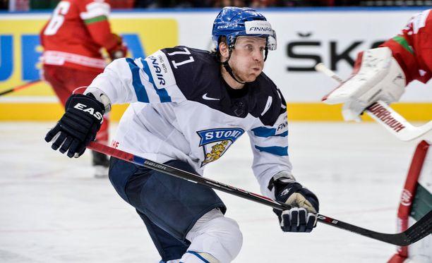 Leo Komarov voitti Leijonissa viime kaudella kaksi arvokisamitalia, MM-hopean ja olympiapronssin.