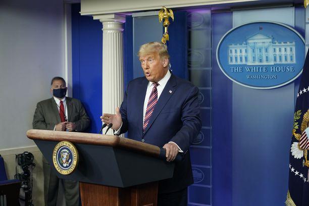 Trumpin mukaan vaaleihin liittyy häiritseviä epäsäännöllisyyksiä ympäri maan.
