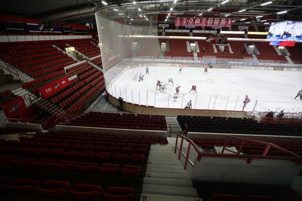 Koronaviruksen ensimmäinen aalto katkaisi runkosarjan kalkkiviivoilla 12. maaliskuuta, jolloin liigakierros pelattiin ilman yleisöä. HIFK ja JYP  kohtasivat Helsingissä.