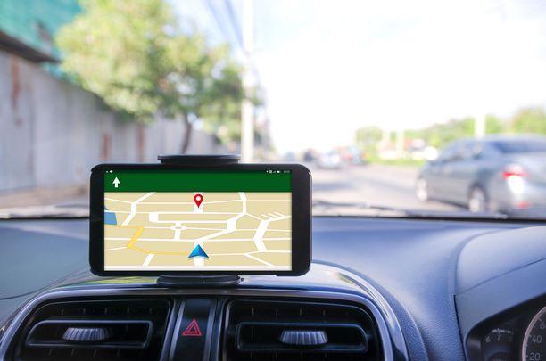 Matkapuhelimet toimivat navigaattoreina niin hyvin, että tulevaisuudessa harva tarvitsee enää erillistä navigaattoria autoonsa.