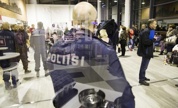 Valepoliisit piinaavat tällä hetkellä suseita Suomen maakuntia.