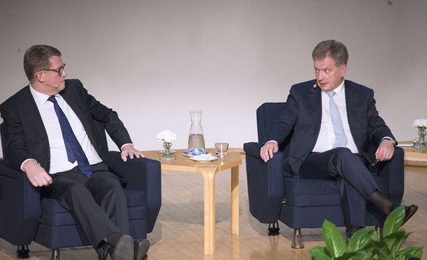 Matti Vanhanen aikoo penätä Sauli Niinistöltä vastauksia Nato-asioihin vielä tämän viikon aikana.