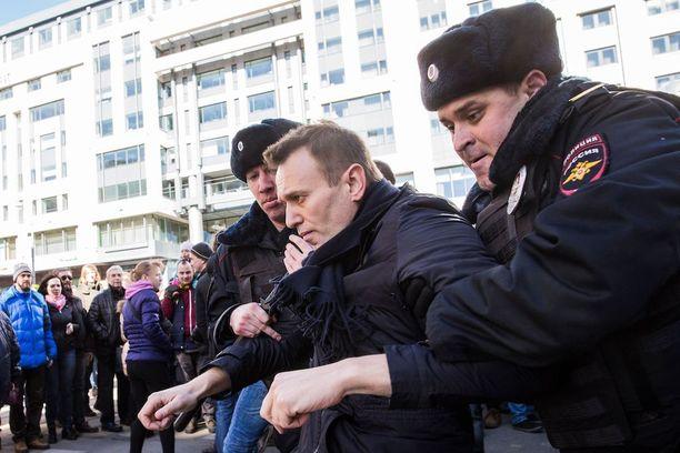 Aleksei Navalnyi oli yksi ensimmäisistä ihmisistä, jotka Moskovan poliisi pidätti sunnuntain suurmielenosoituksessa.