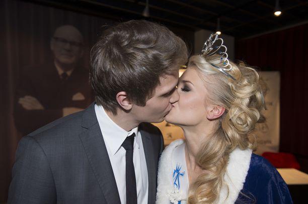 Kristian suuteli Lotta-rakastaan Miss Suomi -finaalin päätteeksi vuonna 2013.